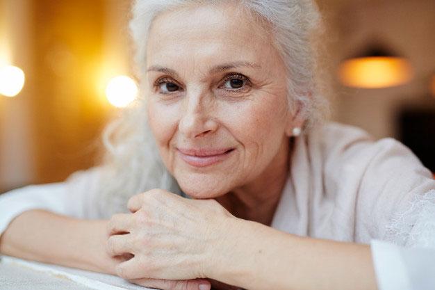 femme âgée incontinente