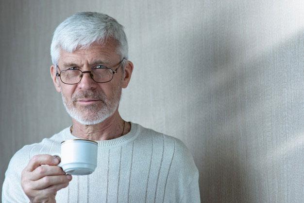 homme âgé incontinent